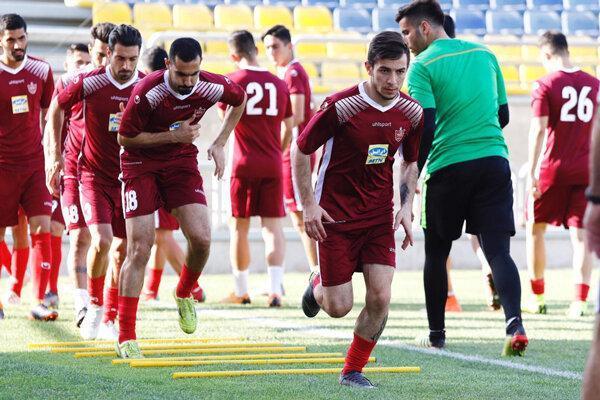 باشگاه پرسپولیس: فرشاد احمدزاده محروم نیست