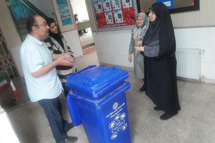 نصب سطل زباله مکانیزه در مدرسه ولی عصر(عج)