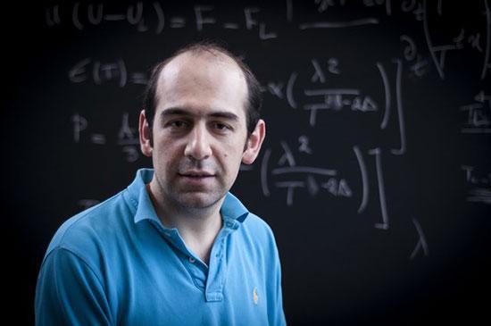 یک ایرانی درپی به چالش کشیدن نظریه اینشتین