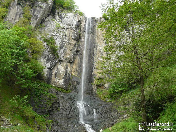 آبشار لاتون، یکی از بلندترین آبشارهای ایران