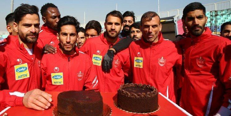 عکس ، جشن تولد 3 بازیکن پرسپولیس در تمرین امروز