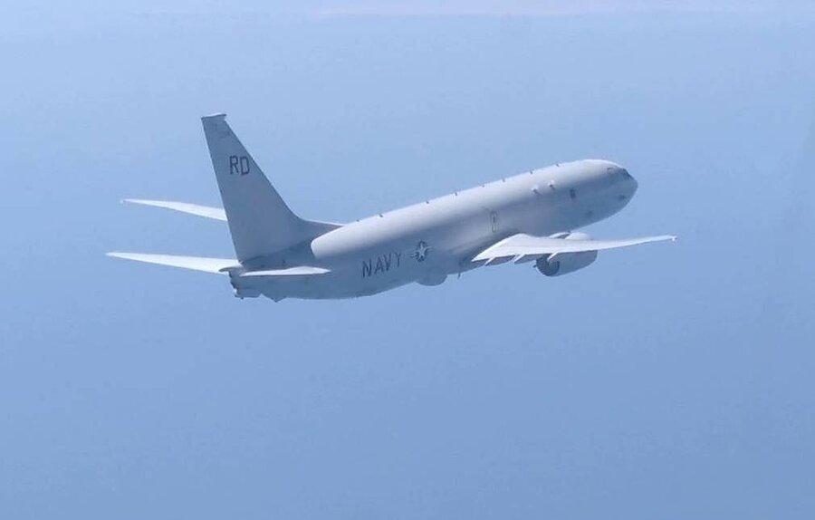 رویایی هوایی: جنگنده سوخوی 27 روسیه هواپیمای جاسوسی آمریکا را رهگیری کرد