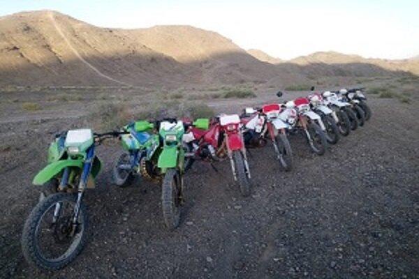 خبر خوب برای موتورسواران بهابادی ، برگزاری کمپ آموزشی مسیریابی گردشگری در نقاط مختلف کویر