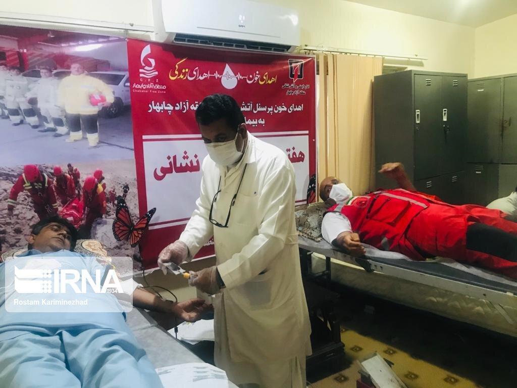 خبرنگاران مردم جنوب سیستان و بلوچستان در انتظار پایگاه انتقال خون